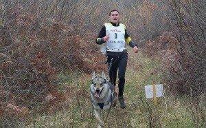 Un des participants avec son chien loup